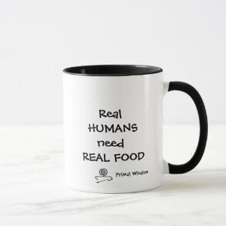Los seres humanos reales necesitan la taza real de