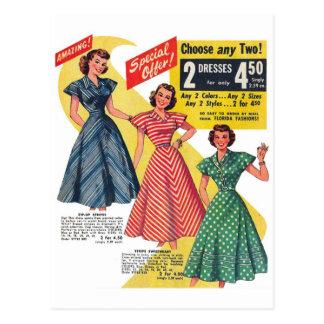 Los vestidos retros de la mujer del kitsch 50s del tarjeta postal