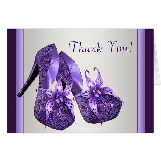 Los zapatos púrpuras del tacón alto le agradecen tarjeta pequeña