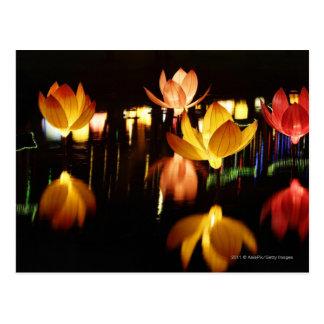 Lotus formó las linternas para el mediados de postal