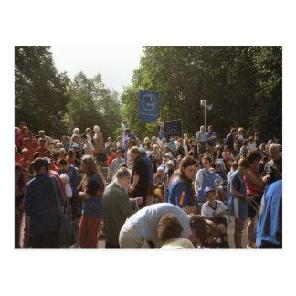 Lourdes, peregrinos y visitantes postal