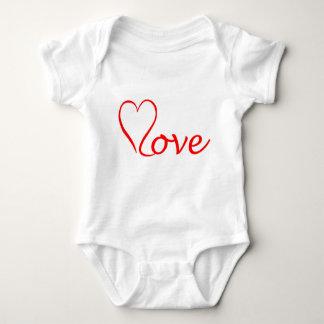 Love corazón en fondo blanco body para bebé