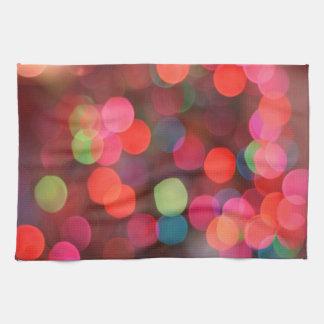 Luces coloridas alegres del día de fiesta del paño de cocina