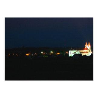 Luces de la iglesia de la ciudad invitación 12,7 x 17,8 cm