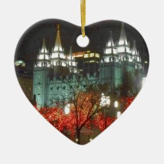 Luces de navidad en cuadrado del templo adorno