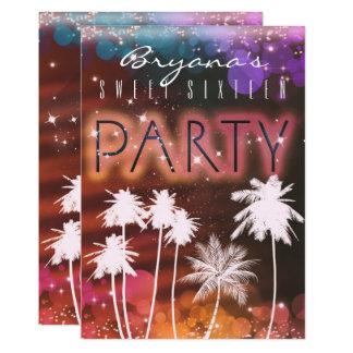 Luces del verano y invitaciones blancas del fiesta