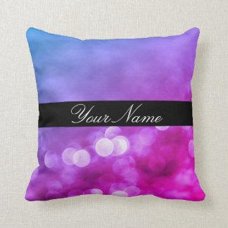 Luces púrpuras, azules, rosadas brillantes de cojín decorativo