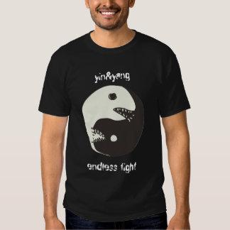 lucha sin fin del yin&yang con el texto camisetas