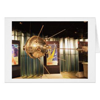 Luna 1 modelo de la estación espacial tarjeta de felicitación