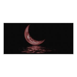 Luna creciente de la reflexión en rojo del lago tarjetas publicitarias