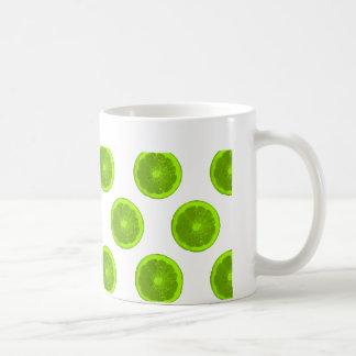 Lunares de la rebanada de la fruta cítrica de la taza clásica