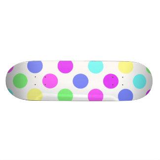 Lunares en colores pastel monopatín personalizado