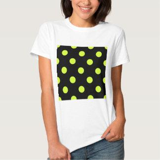 Lunares enormes - amarillo fluorescente en negro camisetas