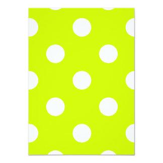 Lunares grandes - blanco en amarillo fluorescente invitación 11,4 x 15,8 cm