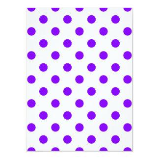 Lunares grandes - violeta en blanco invitación 16,5 x 22,2 cm