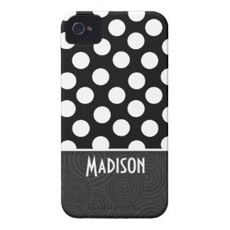 Lunares negros y blancos iPhone 4 Case-Mate coberturas