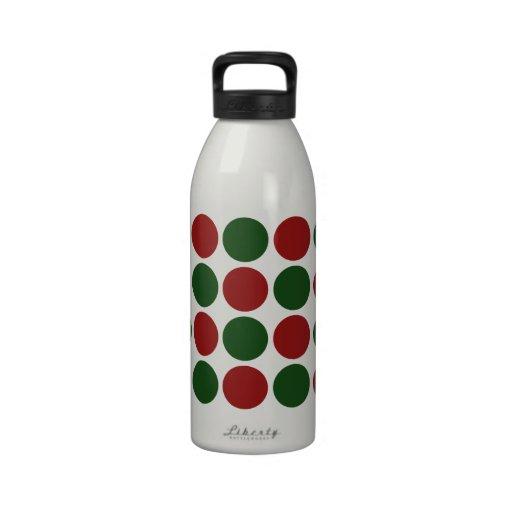 Lunares rojos y verdes en blanco botella de agua