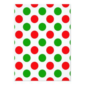 Lunares rojos y verdes invitación 13,9 x 19,0 cm