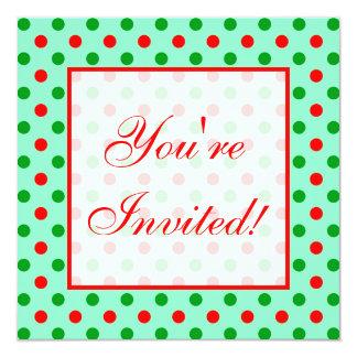 Lunares rojos y verdes invitación 13,3 cm x 13,3cm