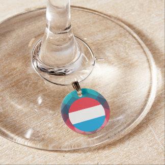 Luxemburgo señala el círculo por medio de una identificadores de copas