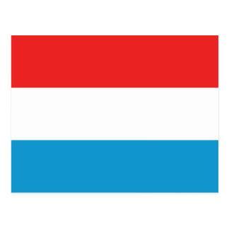 Luxemburgo señala la postal por medio de una