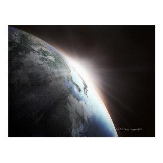 Luz del sol detrás de la tierra 2 postal