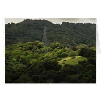 Luz del sol en la colina tarjeta de felicitación