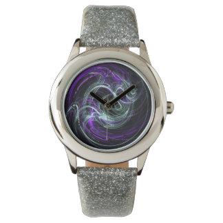 Luz dentro - remolinos abstractos de la violeta y reloj de mano