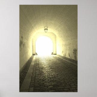 Luz en el extremo del poster del túnel