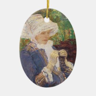 Lydia Crocheting en el jardín en margoso por Adorno Ovalado De Cerámica