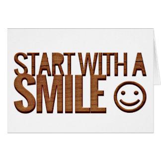 Madera feliz de Brown de la cara de las sonrisas Tarjeta Pequeña
