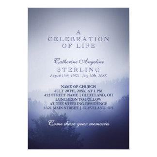 Maderas azules brumosas el   una celebración de la invitación 12,7 x 17,8 cm