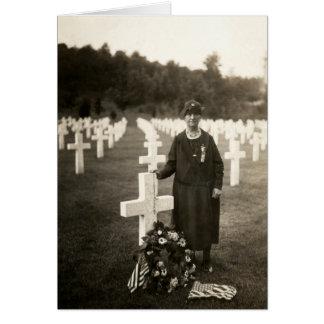 Madre americana de WWI en sus hijos graves en Tarjeta