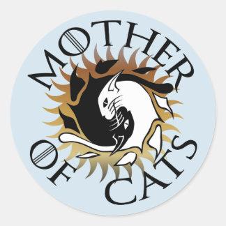 Madre del pegatina redondo de los gatos