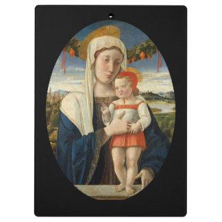 Madre y niño debajo de la guirnalda carpeta de pinza