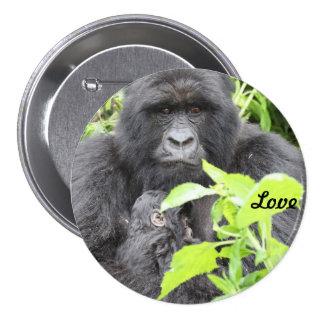 Madre y niño del gorila de montaña chapa redonda de 7 cm