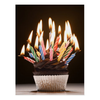 Magdalena con las velas del cumpleaños postales