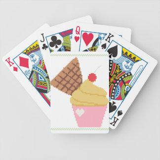 magdalena con una cereza en el top cartas de juego