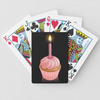 Magdalena de hadas rosada de la torta con la vela cartas de juego