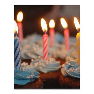 Magdalenas de la vela del cumpleaños folleto 21,6 x 28 cm