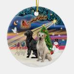 Magia de Navidad - dos Labradors (negro +Amarillo) Adorno
