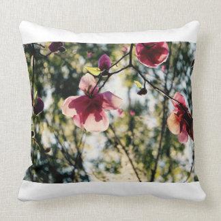 Magnolia - flores bonitas - flores rosadas - cojín decorativo