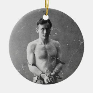 Mago Harry Houdini que se coloca en cadenas Ornamento Para Arbol De Navidad
