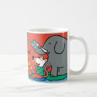 Maisy y los amigos se ríen de tiempo de la taza de café