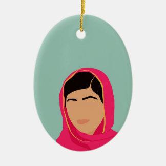 Malala Yousafzai Adorno Navideño Ovalado De Cerámica