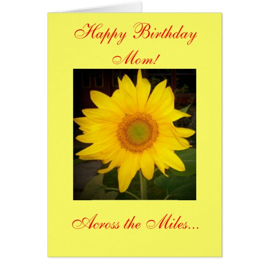 ¡Mamá del feliz cumpleaños! A través de la tarjeta