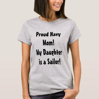 Mamá orgullosa de la marina de guerra de una camiseta