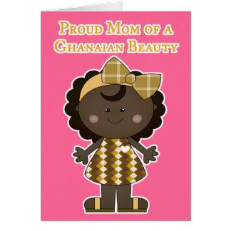 Mamá orgullosa de una belleza ghanesa tarjetón