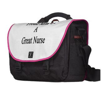 Mamá orgullosa de una gran enfermera bolsa para ordenador