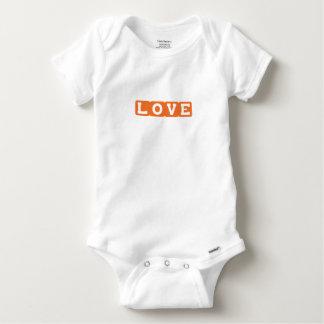 Mameluco anaranjado del mono del bebé del amor camiseta